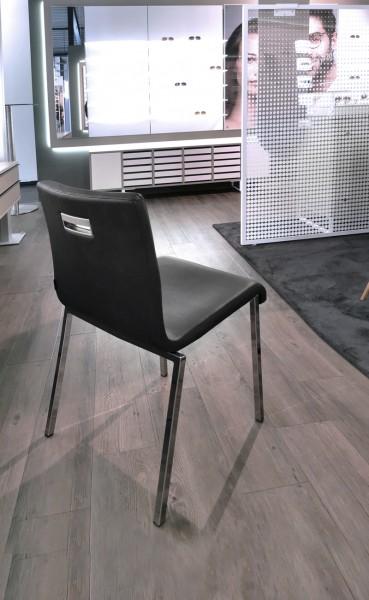 Stuhl KUADRA XL SOFT aus Kunstleder, schwarz -Ausstellungsstück